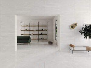 lesklá jemna podlaha biela béžová jemný vzor jemný mramor luxusná nadčasová