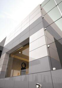 biely sivý šedy fasady obklad na dom Ceracasa
